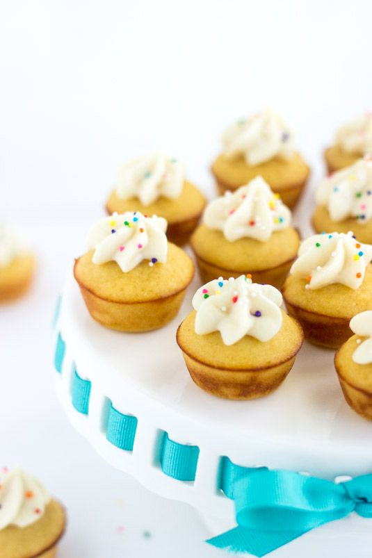 Mini Protein Cupcakes with Funfetti Icing {Under 100 calories} - Food Faith Fitness