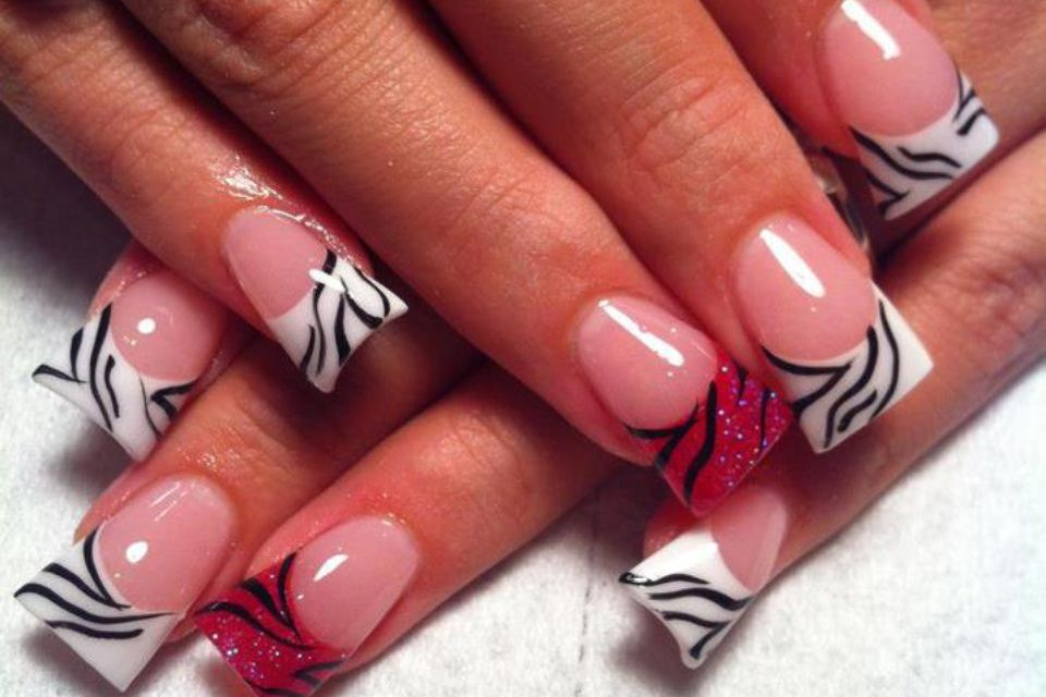 Don\'t like them fanned out. But I like the design. | Nails, Oh Boy ...