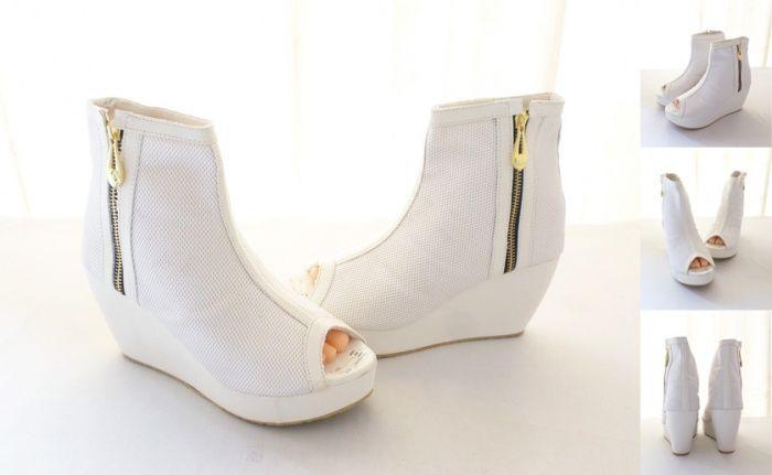 Sepatu Boot Keren Limited Edition Warna White Bahan Kulit