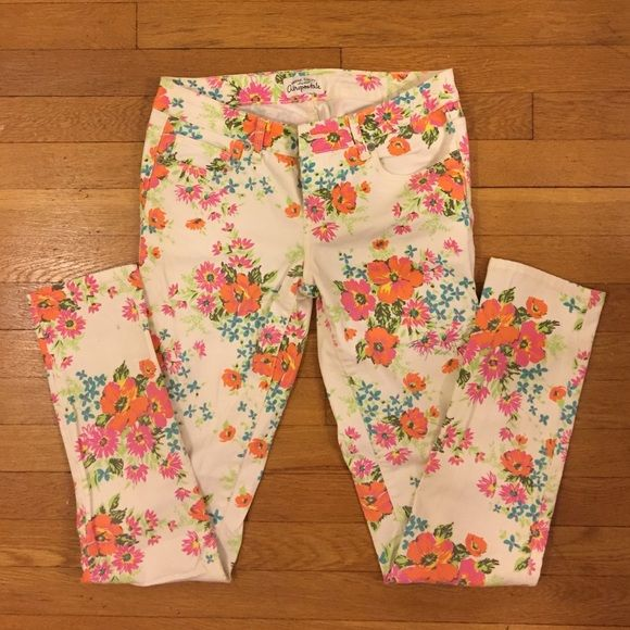 "Aeropostale Floral Denim ""Ashley Ultra Skinny"" multicolored floral pattern on a cream background. The left thigh and leg do have pen marks (see pictures above). Aeropostale Jeans Skinny"