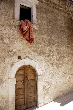 Door in Italy | photography by http://www.iconoclash-photography.com/