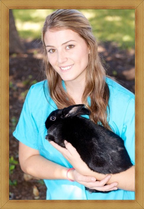 Katy Walker Grew Up In Uvalde Graduating From Uvalde High School In 2008 She Joined Southwest Texas Veterin Veterinary Technician Types Of Animals Veterinary