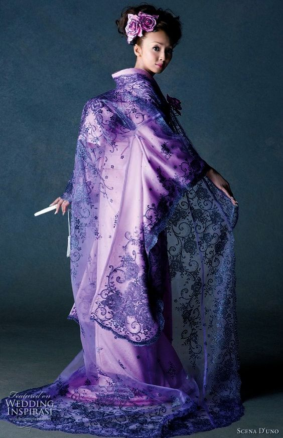 Article fromWedding Inspirasi Scene D'uno 2010 collection of Japanese wedding kimono robes or uchikake may be a continuation of previous years' bold theme in terms