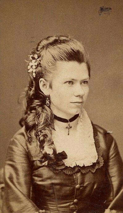 1870s hair tutorial buttons victorian