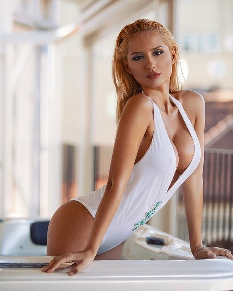 Daniela_predescu Our Free Cams Tnaflix Live Follow Beautiful Hot Sexy Babe F4f Friends Model Babes Boobs Girls Busty