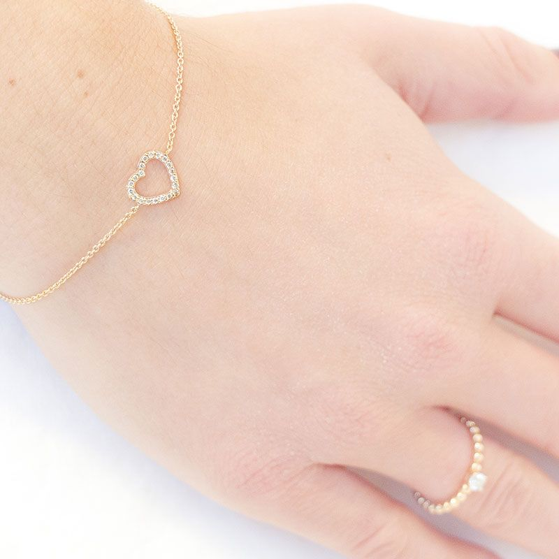 You can never go wrong with hearts and diamonds! Margaux Bijoux's hollow rose gold heart bracelet consists of 14K rose gold heart with white diamonds. This piece is classic yet feminine, a great gift for any occasion!
