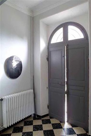 Peinture et couleur pour une entrée de maison accueillante - Peindre Des Portes En Bois