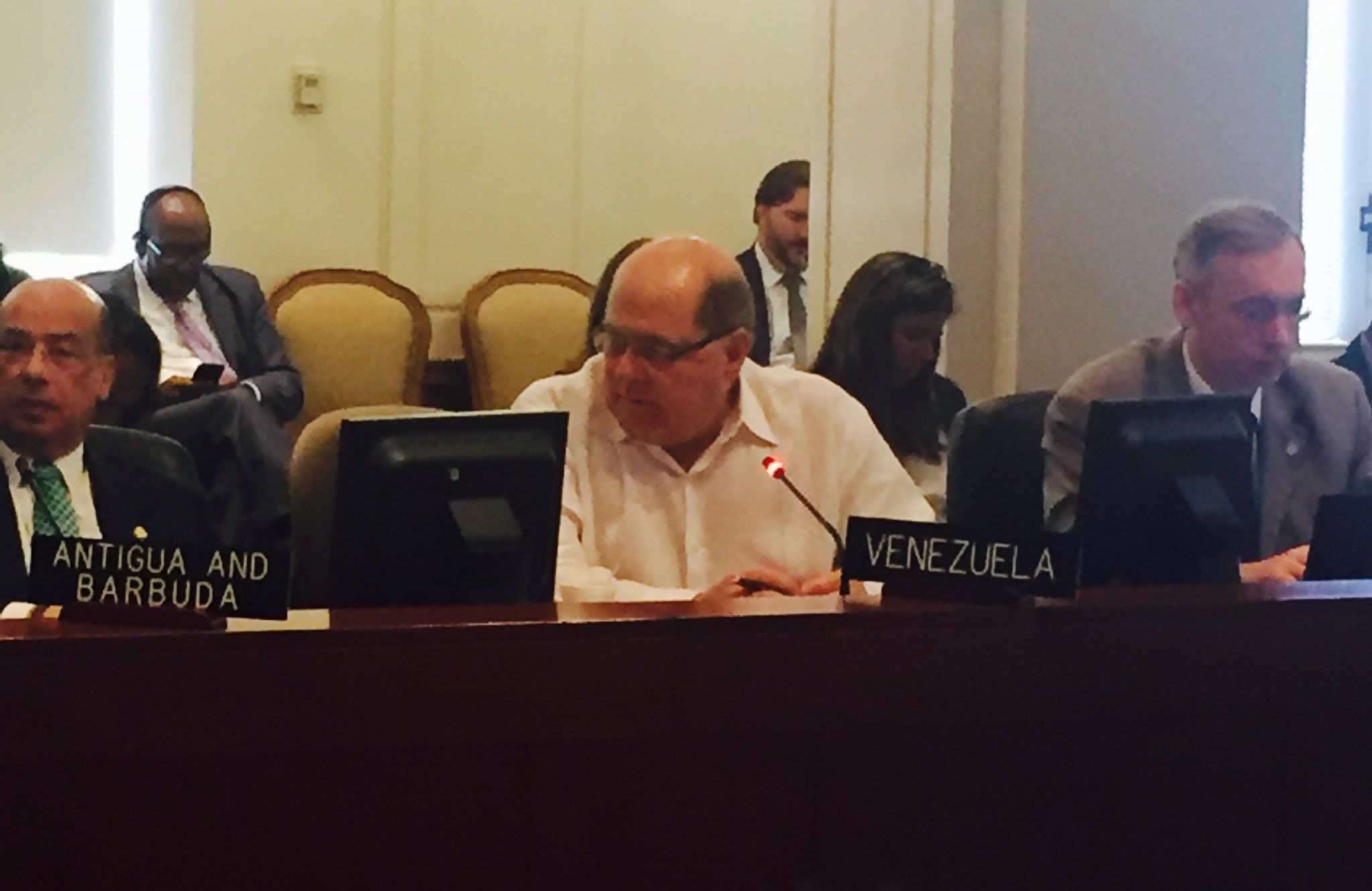 @DrodriguezVen : RT @VenezuelaEnOEA: Embajador Álvarez:Vzla reitera su apoyo a  Haití en su derecho soberano de asumir elecciones fuera de todaInjerencia https://t.co/2Dgzhw8h5d
