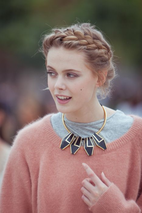 love this braid and her necklace