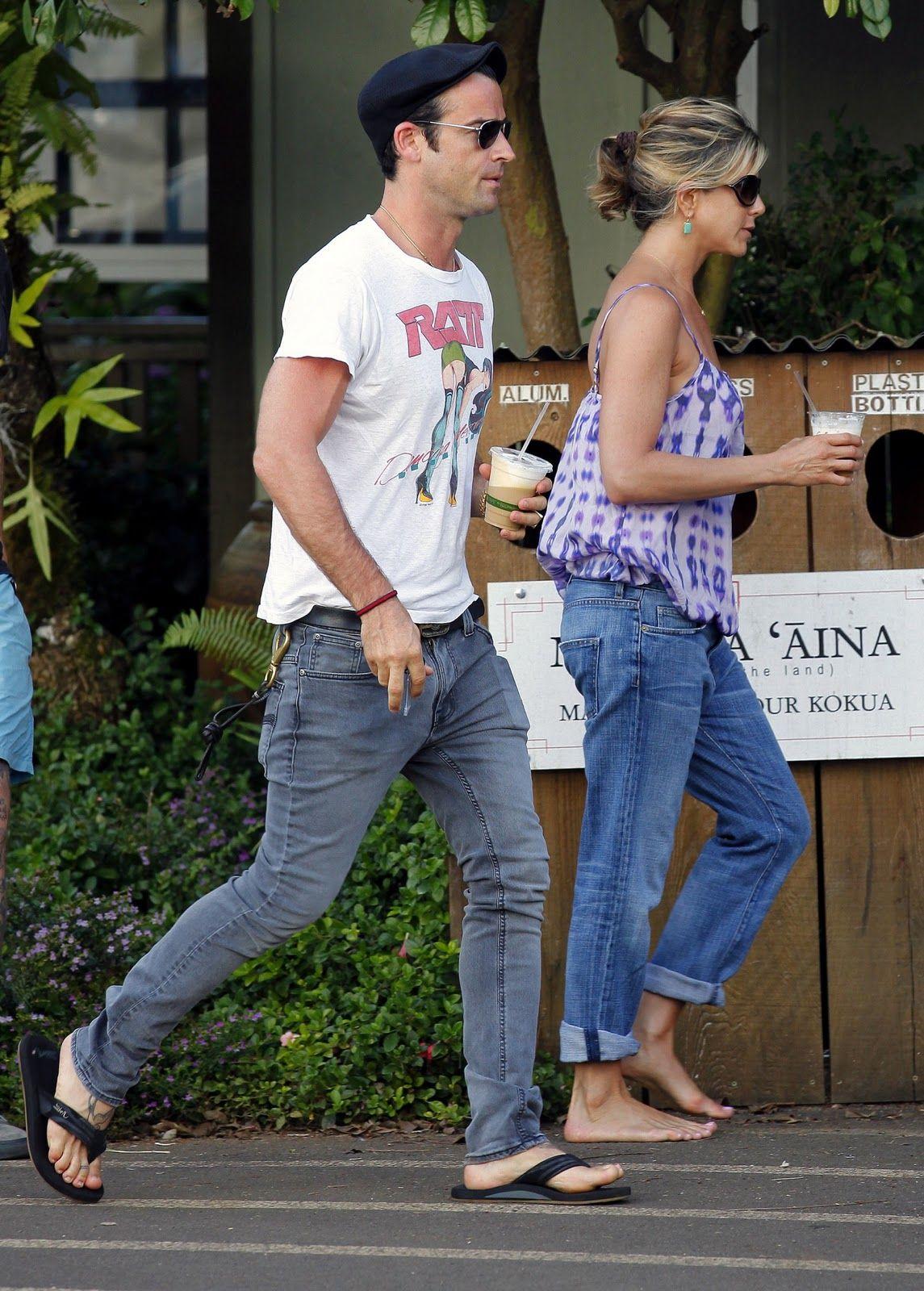 Barefoot Celebrities Jennifer Aniston Walking In