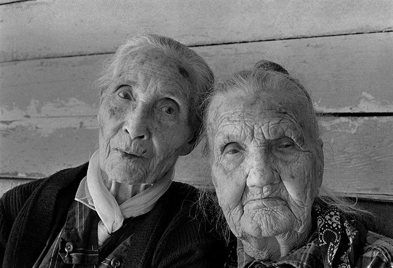 Rob Amberg, Berzilla Wallin (left) and Her Aunt, Zipporah Rice, Rice Cove, NC