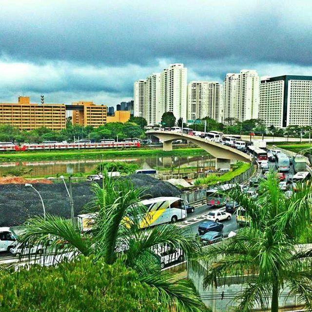 #congestionamento #trem #riopinheiros #onibus #carros #hoteltransamerica #ponteTransamerica #saopaulo #saopaulodagaroa #nuvens