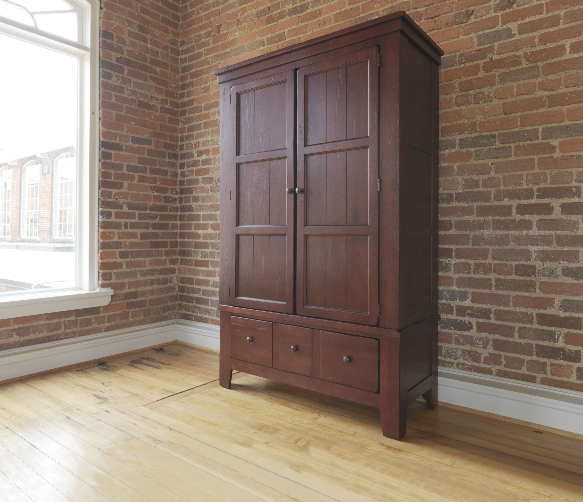 Bedroom Furniture Armoire On Broyhill Attic Heirlooms Armoire Br 4397 44 45