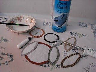 Very nice tutorial using starch and freezer paper to make appliques.