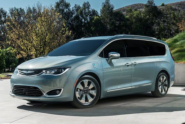 2017 Chrysler Pacifica Town And Country Front