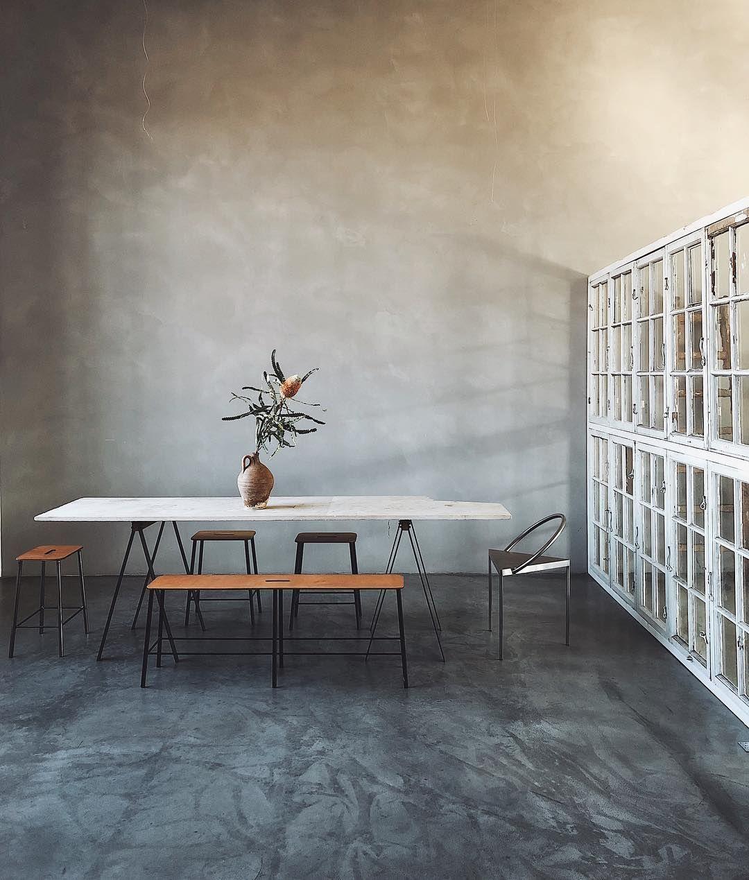 Industrial Studio Loft With Concrete Floor And Painted Walls Vintage Elements Studio Office Inspiration Concrete Interiors Interior Concrete Floors
