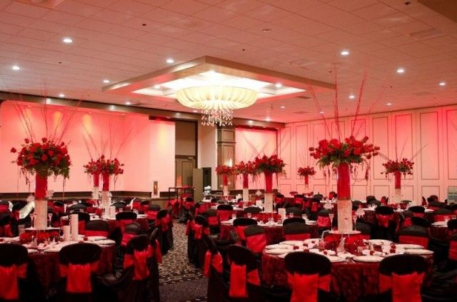 Elegant Red Cream And Black Prom Decorations What About A Few Uplights