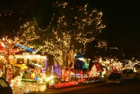 Where To Enjoy Holiday Lights In Los Angeles Trekaroo Christmas Light Tour Holiday Lights Holiday Lights Display