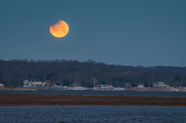 Astrop Ographer Steve Scanlon Captured This P O Of The Super Blue Blood Moon Over Locust New Jersey At 653 A M Est 1153 Gmt