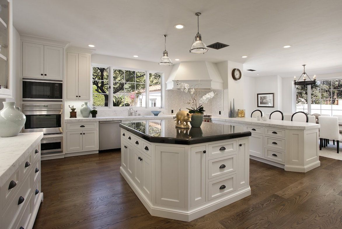 Classic White Victorian Kitchen Design White Kitchen Design Antique White Kitchen White Kitchen Decor