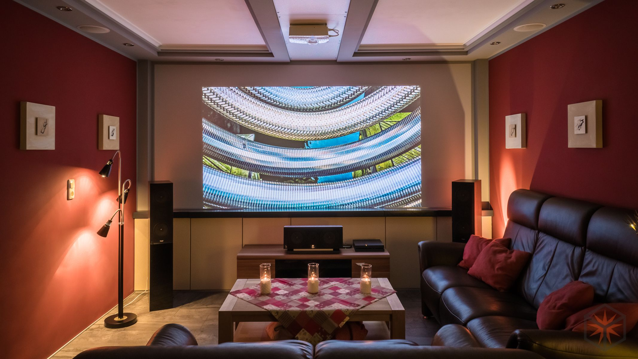 Wohnzimmer Heimkino Mit Beamer TVLift Und Dolby Atmos Setup In - Beamer wohnzimmer