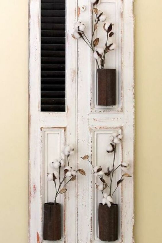 Joanna Gaines would love this flea market flip of an old shutter turned rustic farmhouse decor for your living room, kitchen, entryway or bedroom. This cheap idea is simple to execute and is perfect for getting the farmhouse style for a dime. #diy #farmhouse #decor