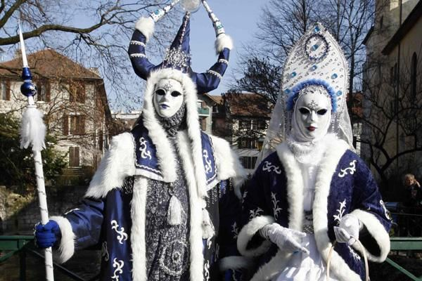 The famous venetian carnival parade is also celebrated in Annecy, France.   #venice #venetian #fashion #style #accessories