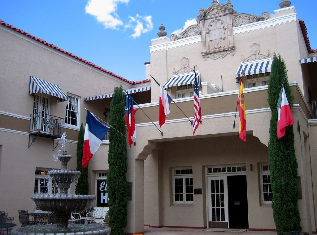 The Beautiful Hotel Paisano In Marfa Texas Elizabeth Taylor And Rock Hudson Have Been