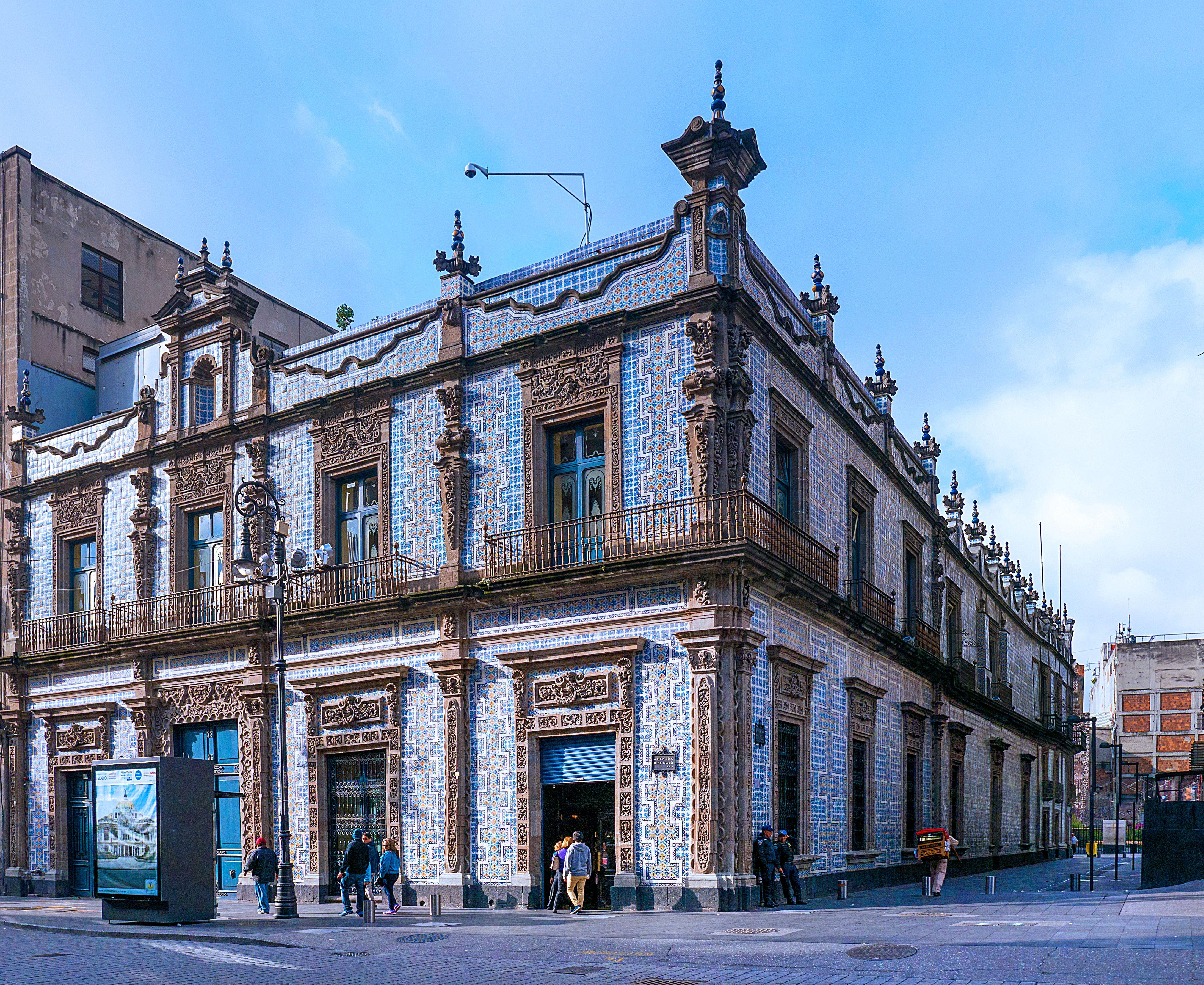 La casa de los azulejos o el palacio de los condes del for Azulejos mexico