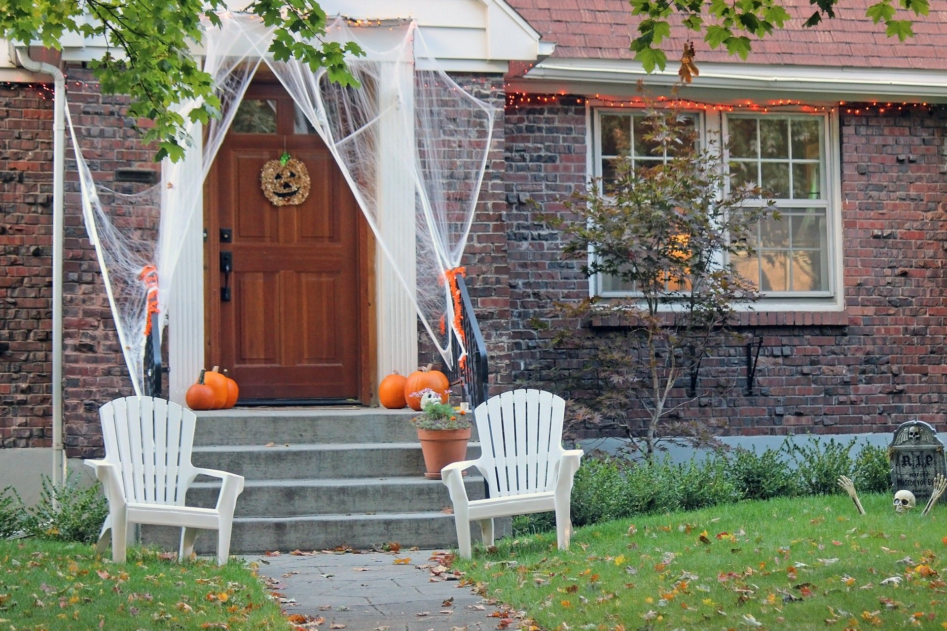 5 Spooky Ways to Decorate Your Cozy Maple Falls Vacation Home This - Halloween House Decorating Ideas Outside