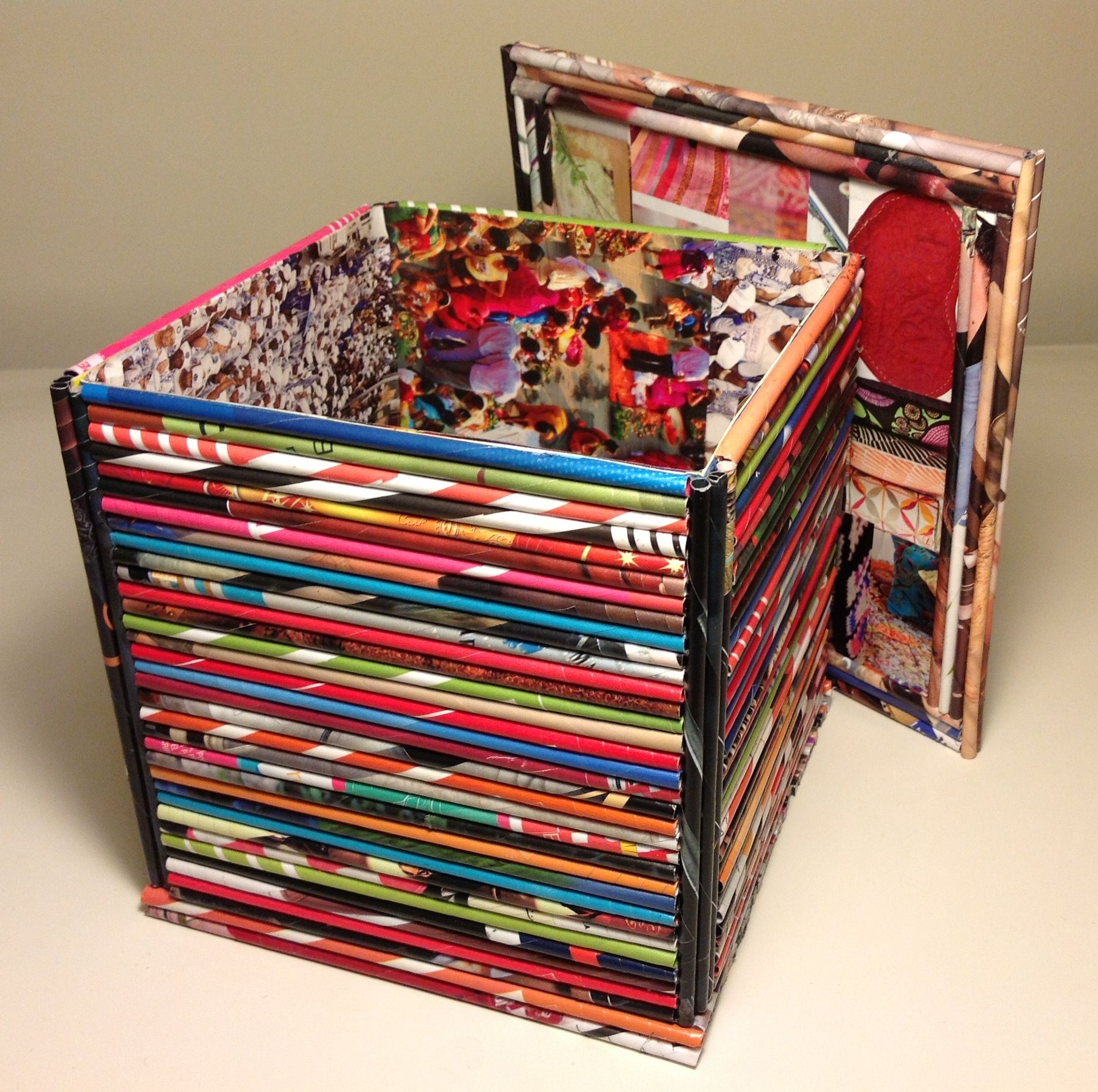 Caja multiuso con tapa decorada con rollitos de papel de revistas paper art decoraciones y - Manualidades con papel craft ...
