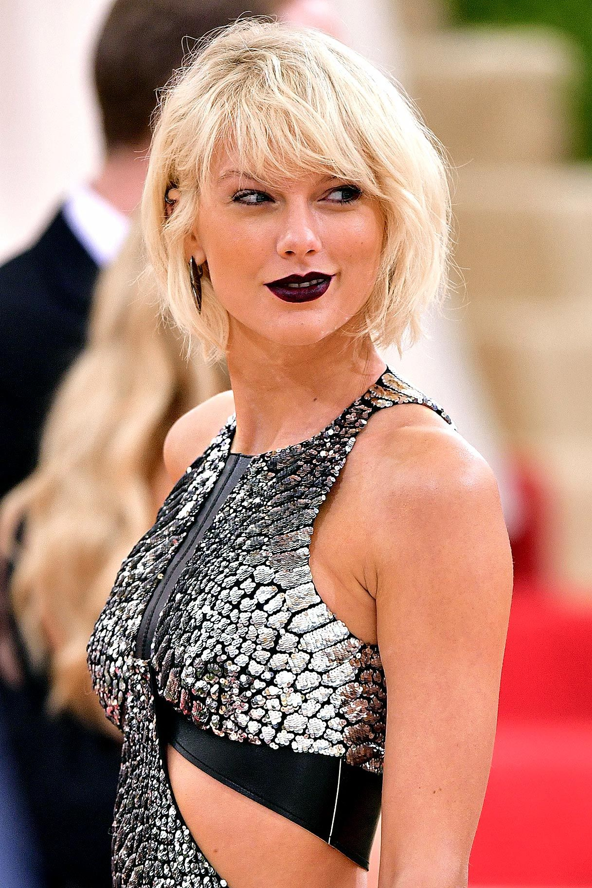 Taylor Swift Break Up Insurance Is Now Something You Can Buy Taylor Swift Bleach Blonde Taylor Swift Bleached Hair Taylor Swift Hot