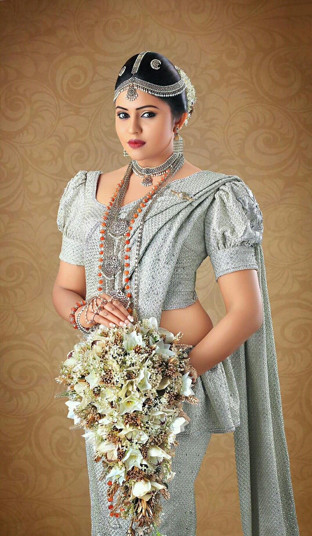 Pin de Yashodara Rathnathilaka en Kandian Brides   Pinterest