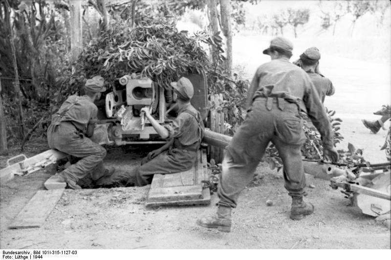 German 50 Mm Anti Tank Gun: [Photo] Camouflaged German 7.5 Cm PaK 40 Anti-tank Gun