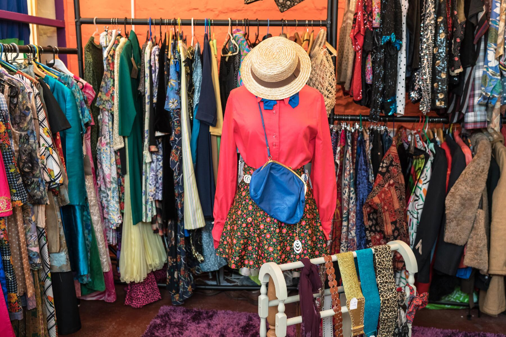 Vintage Vibes The Best Places To Thrift Shop In Palm Springs In 2020 Fast Fashion Thrift Store Fashion