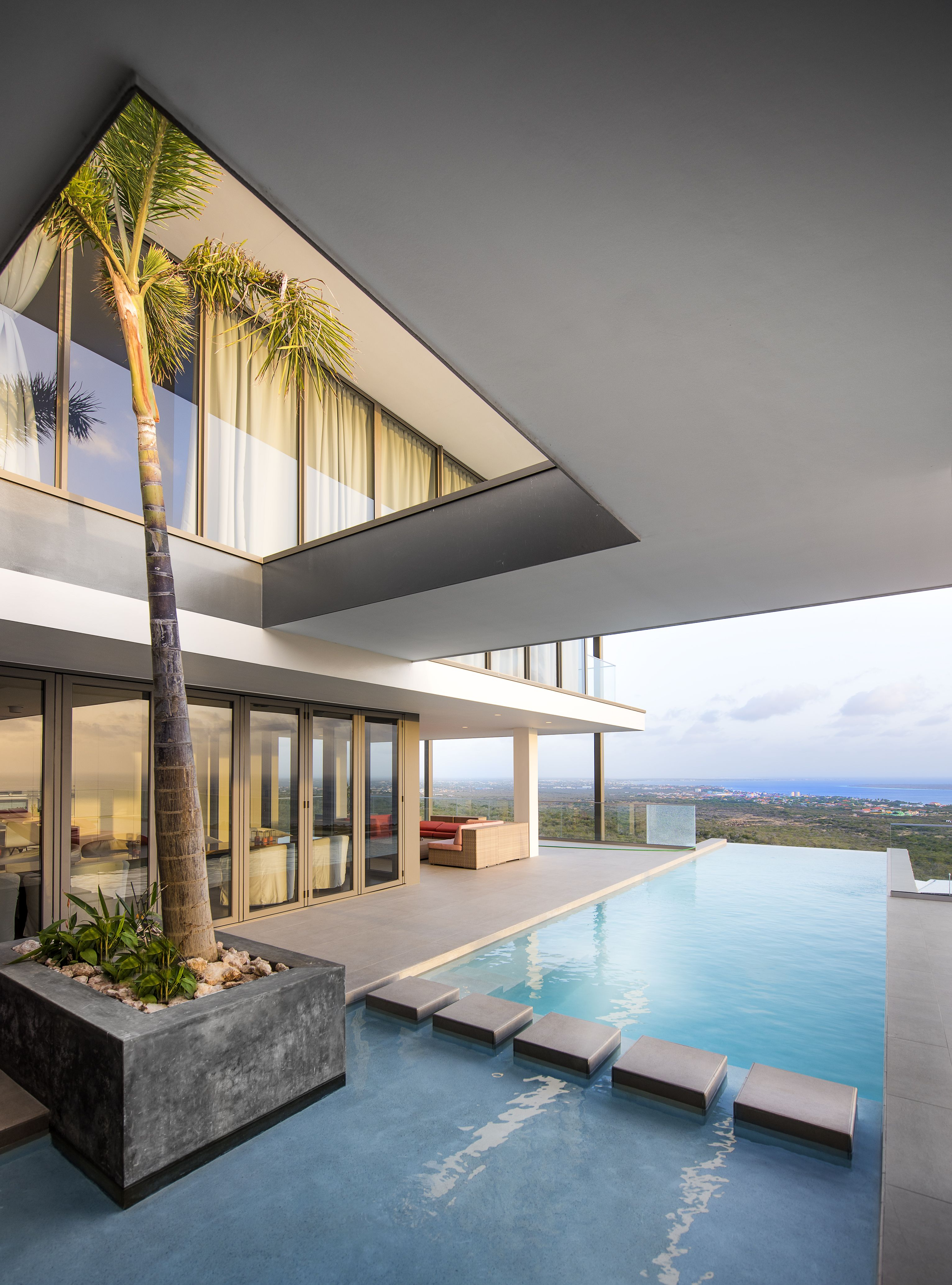 The Magnificent Incredible Private Tropical Garden With Infinity Pool For The Most Beautiful View Luxury House Luxury Homes Interior Tropical Garden