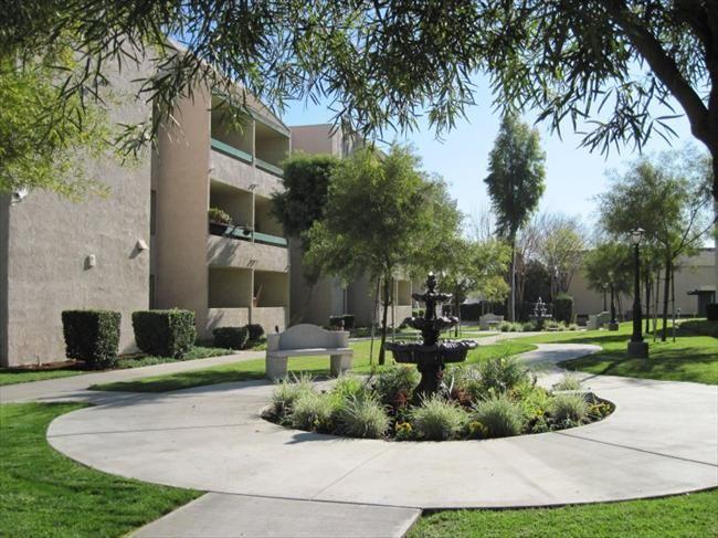 Sanbernardino Senior Apartments Located In Sunny Southern California The Plaza Apartment S Offers 161 Spa Affordable Apartments Apartment Senior Apartments