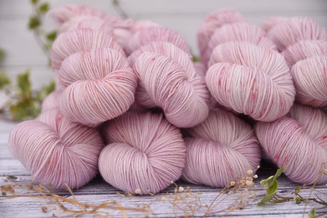 Evening! I just HAD to show you this: Summer Petals (on Linton Fingering Im the update tomorrow at 7am).. a colourway Ive had in mind for ages and finally got around to creating. Delicate pink with subtle dapples and sprinkles of corals and peach. Totally unseasonal right now but who cares?! - #edencottageyarns #notautumncolours #petals #wool #pink #floral