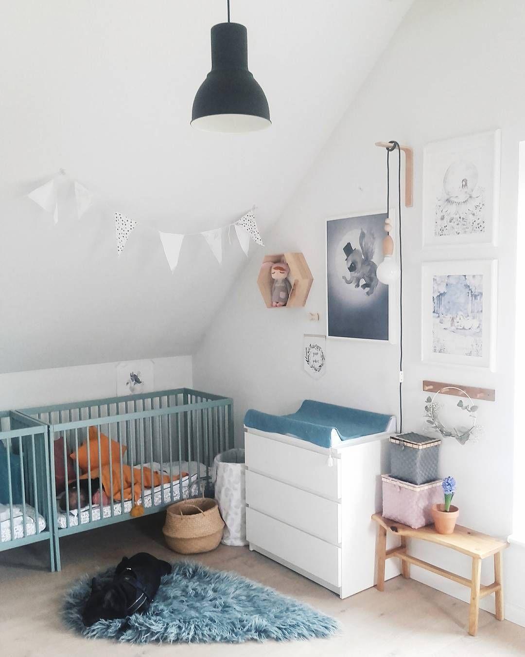 Une Chambre De Bebe En Total Look Bleu Et Blanc Avec Images