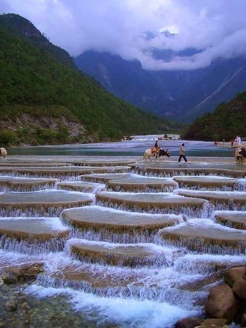 Cascadas en el valle de la Luna Azul, China.