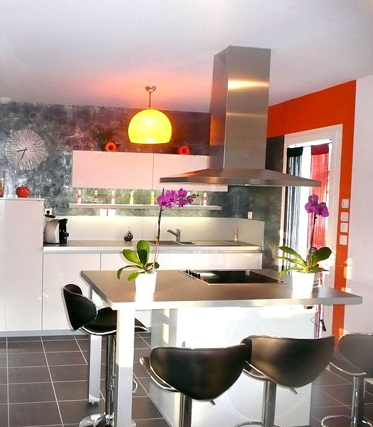 Cuisine   Un espace ouvert sur le séjour, avec un ilot convivial et