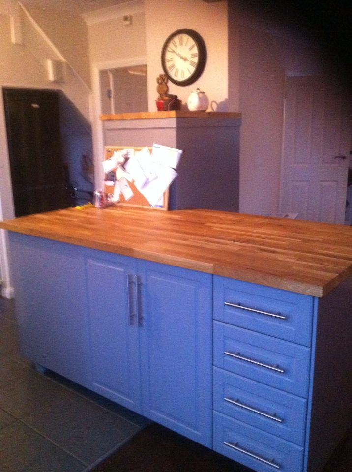 900mm Wide Solid Oak Worktop Breakfast Bar With Units Underneath