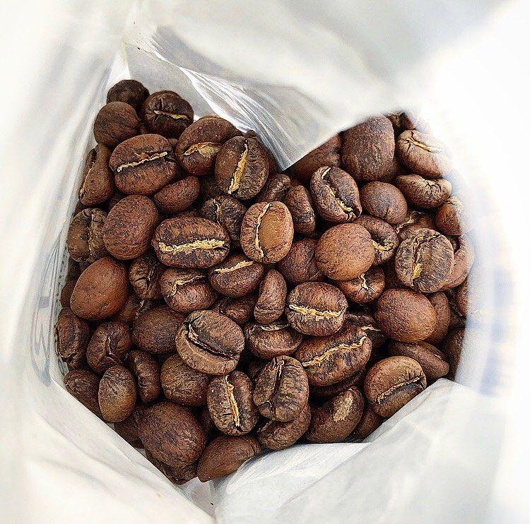 which starbucks coffee has the most caffeine blonde or dark roast