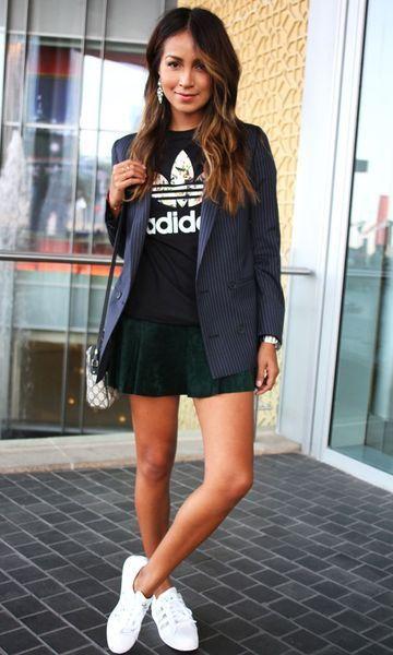 a36d3324170b looks-tendencia-camiseta-esportiva-blazer-saia-tenis-branco | Street ...