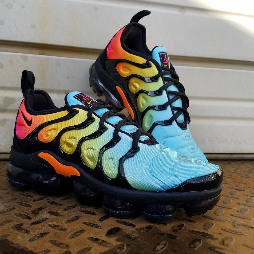 "410fb780fa7 1 pair of the NIKE Air VaporMax INNEVA ""Rainbow"" FlyKnit Running Shoes.  These shoes are AMAZING"