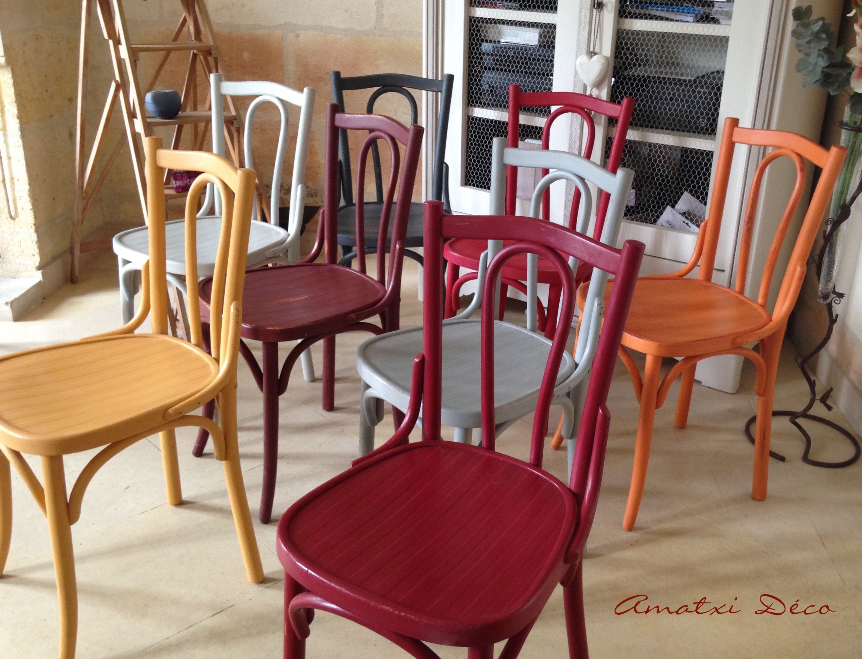 Amatxi d co cr ations chaises bistrot repeintes avec la for Chaise bistrot d occasion