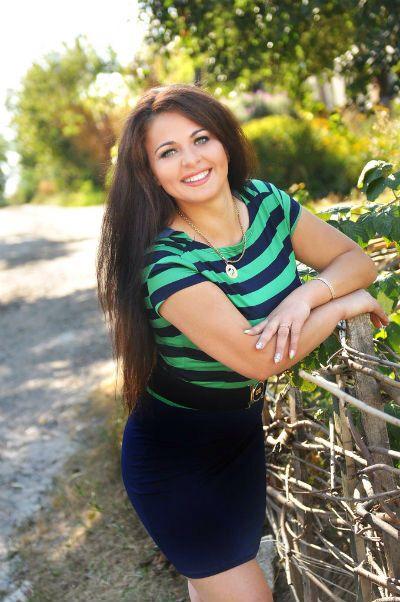 """Les plus belles filles habitent en Ukraine😍 Veronika :""""Je suis énergique, positive et curieuse. J'aime passer du temps avec des amis, aller à la nature et les voyages. J'adore mon travail, j'aime beaucoup créer des beaux bouquets de fleurs. Je voudrais trouver une homme attentionné, gentille et communicatif qui veut fonder la famille. """" Vous pouvez regarder les photos de Veronika ici http://www.ukreine.com/girls/1392/     #mariage #bellefemme #ukrainienne #kharkov #agendeUkReine #rencontre"""