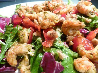 Gemischter Salat mit Flusskrebsschwänzen
