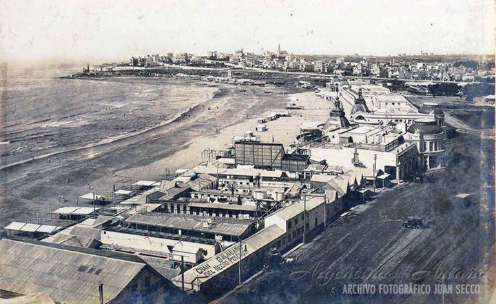 Mar del Plata. Gran Balneario del Negro Pescador y una vista panorámica, año 1912.