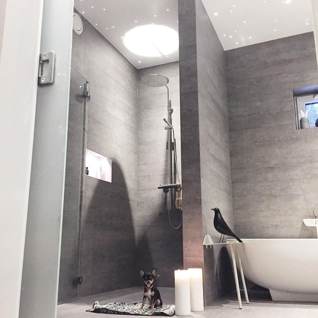 """""""Hey!! Bathtime!!! Slenger meg med på #fredagsinspo hos fineste @hanneromhavaas ❤️ #instahome #instadesign #interiordesign #moderndesign #modernhome…"""""""